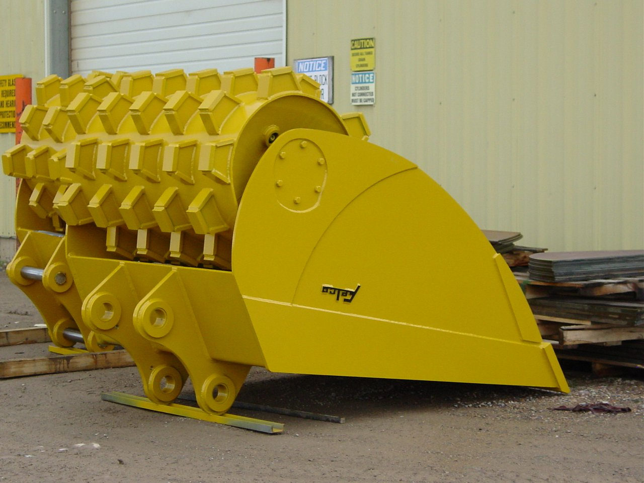 Felco Roller Compaction Bucket 24x48 - Wt. Class 10-32K 233379
